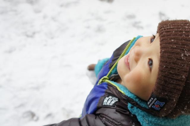 雪と男の子